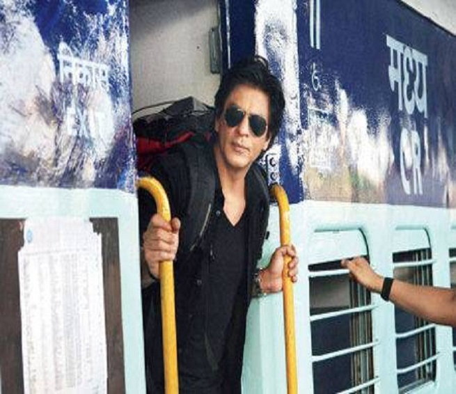 Shah Rukh Khan to Travel from Mumbai to Delhi in a Train! entertainmentbollywood news in English
