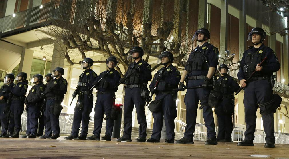 University of California Berkeley police guard the building where Breitbart News editor Milo Yiannopoulos was to speak. The campus is bracing for a showdown next week when the conservative provocateur Ann Coulter