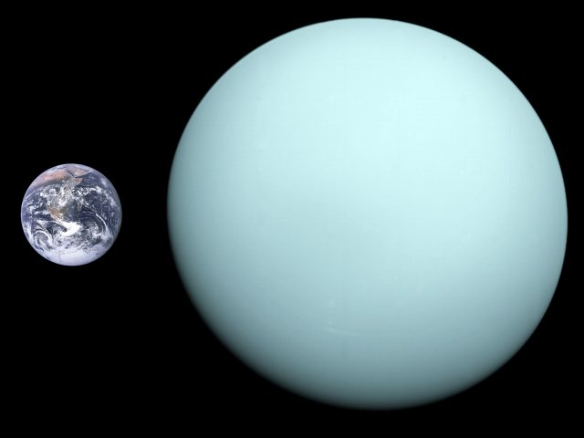 Uranus,_Earth_size_comparison_2