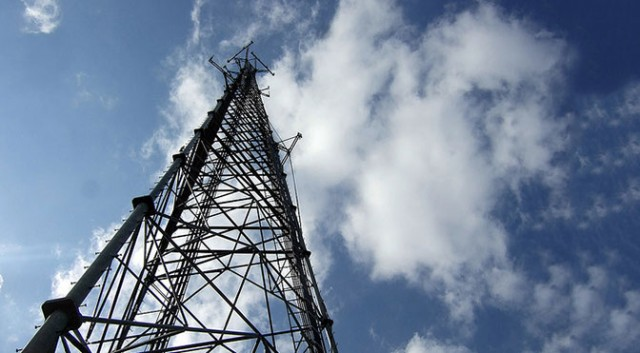 Mobile wireless cell tower