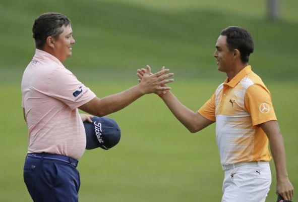 Jason Dufner left is congratulated by Rickie Fowler