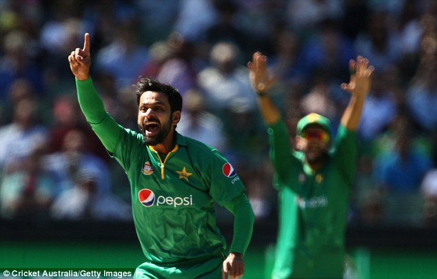 Pakistan defeated Australia by six wickets in the second one-day international in Melbourne