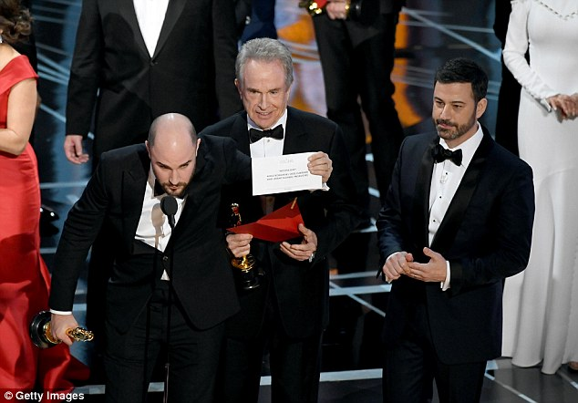 Uh oh La La Land producer Jordan Horwitz held up the correct envelope with Moonlight written on it before he graciously passed his statue to the Moonlight producers